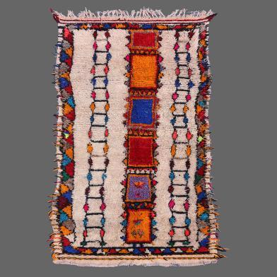 Un magnifique tapis d´Azilal, une grande variété de couleurs dans un style relaxé.