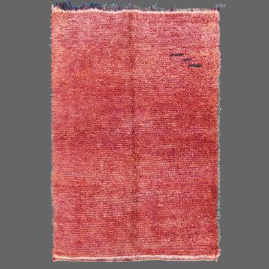 À première vue, ce vieux tapis de Boujad semble très simple, mais sa beauté réside dans ses discrets détails.