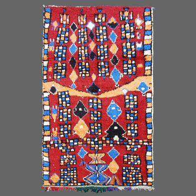 Les tapis d´Azilal normalement ne sont pas très grands, c´est rare de trouver un tapis comme celui-ci dans cette tribu.