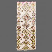 With a carpet like this you can see how a Berber weaver works and thinks