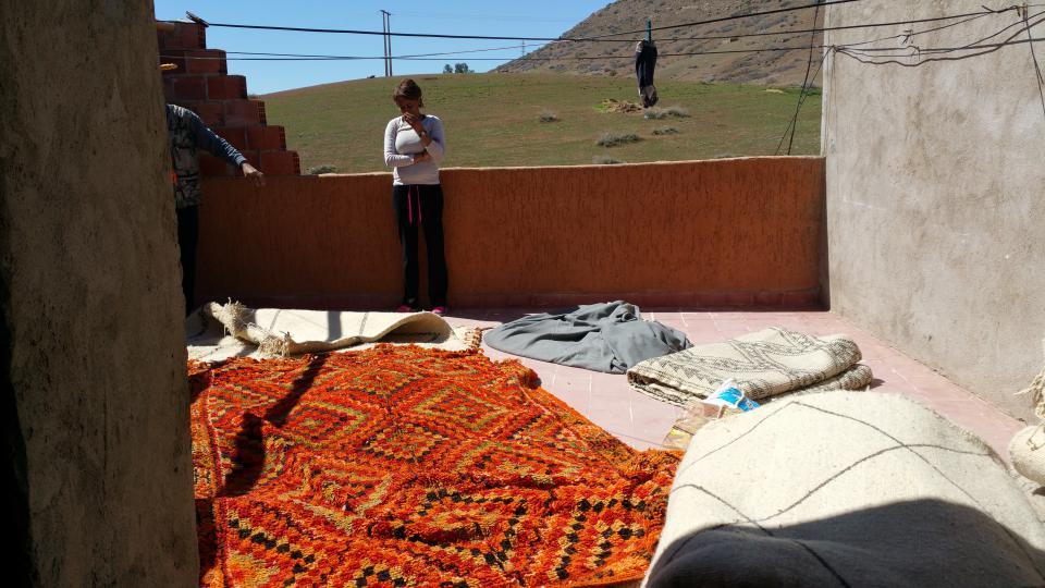 Lamia en pleine recherche de nouveaux tapis